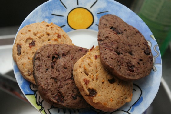 Yummy gluten-free cookies - the dark ones with beetroot, the bright ones with carrots